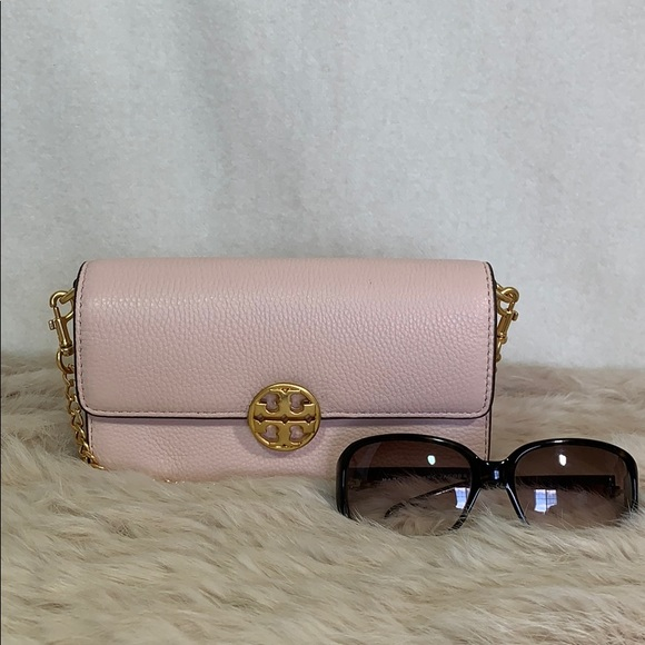 Tory Burch Handbags - Tory Burch Chelsea Chain Pouch in Pink